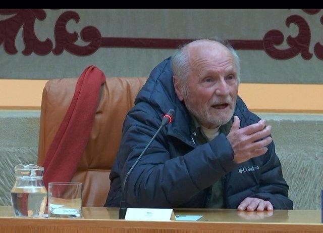 El pintor Antonio López participa en el Parlamento de La Rioja en una actividad para divulgar el arte junto al director del Certamen Nacional de Pintura de la Cámara riojana,  Francisco Javier Garrido
