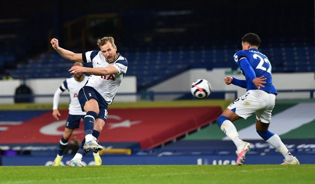 16 April 2021, United Kingdom, Liverpool: Tottenham Hotspur's Harry Kane scores his side's second goal during the English Premier League soccer match between Everton and Tottenham Hotspur at Goodison Park. Photo: Peter Powell/PA Wire/dpa