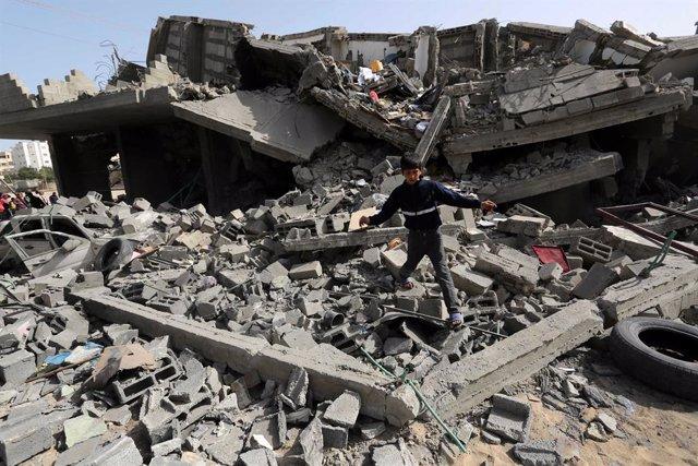 Archivo - Ataque aéreo en la Franja de Gaza