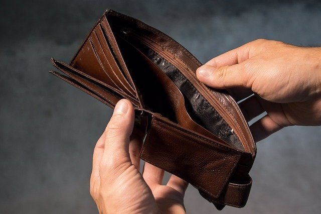 Archivo - Monedero vacio. Estrés financiero.