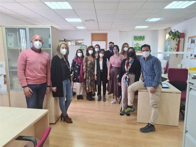 Imagen de la visita de la diputada de Bienestar Social de la Diputación de Huelva, Bella Canales, a la Zona Básica de Servicios Sociales Condado Norte.
