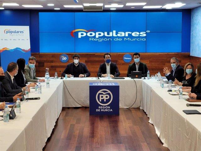 Reunión de trabajo del PP murciano bajo la presidencia del secretario general del PP, Teodoro García
