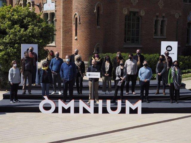 El vicepresident d'Òmnium Cultural, Marcel Mauri, acompanyat de la Junta Nacional i les presidències territorials de l'entitat en un acte en el Recinte Modernista de Sant Pau a Barcelona.