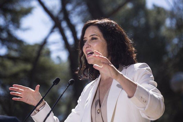 La presidenta de la Comunidad de Madrid y candidata a la reelección por el PP, Isabel Díaz Ayuso, durante un acto del partido en Collado Villalba..