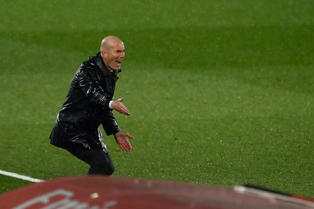 MADRID, SPAIN - APRIL 10: Zinedine Zidane, head coach of Real Madrid, gestures during the spanish league, La Liga, football match played between Real Madrid and FC Barcelona at Alfredo Di Stefano stadium on April 10, 2021 in Madrid, Spain.