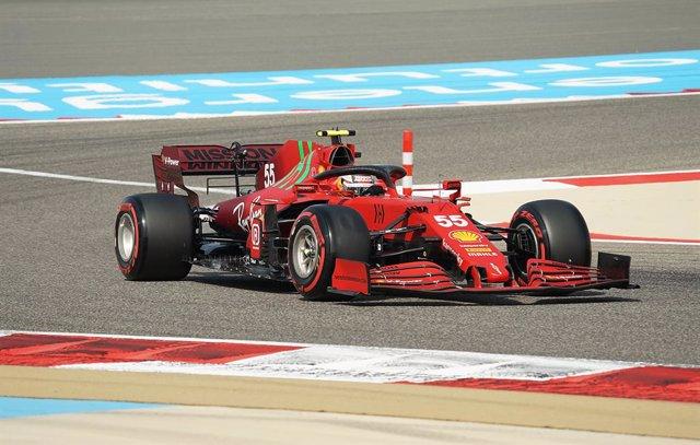 26 March 2021, Bahrain, Sakhir: Spanish Formula One driver Carlos Sainz Jr of team Scuderia Ferrari in action during the first practice of the Formula One 2021 Bahrain Grand Prix at the Bahrain International Circuit. Photo: Hasan Bratic/dpa