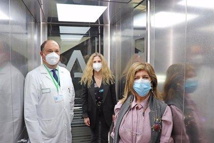 La Junta mejora la accesibilidad del Hospital Puerta del Mar con la instalación de dos nuevos ascensores