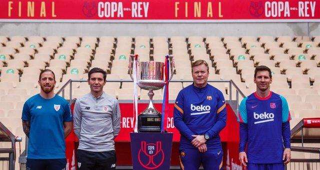 Posat abans de la final de la Copa del Rei 2021 entre Athletic Club i FC Barcelona. D'esquerra a dreta: Iker Munian i Marcelino García Toral (capità i entrenador de l'Athletic), Ronald Koeman i Leo Messi (entrenador i capità del FC Barcelona)