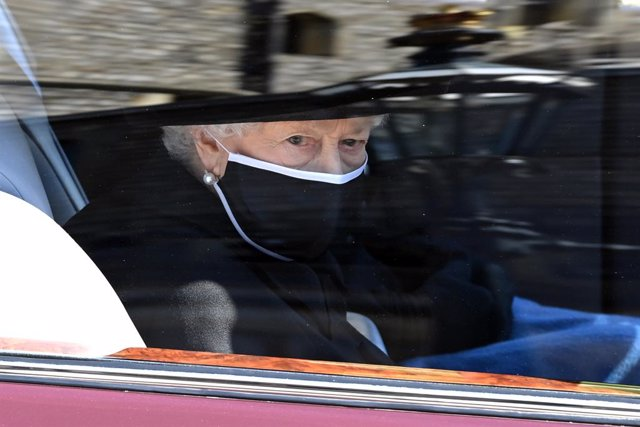 17 April 2021, United Kingdom, Windsor: Queen Elizabeth II arrives to St George's Chapel at Windsor Castle for the funeral of Prince Philip, the Duke of Edinburgh. In line with health regulations currently in place in England, only 30 guests will attend t