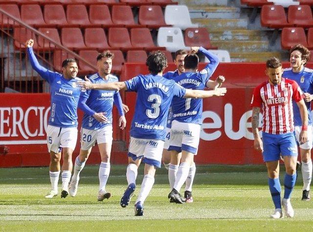 El Oviedo se impone al Sporting en El Molinón