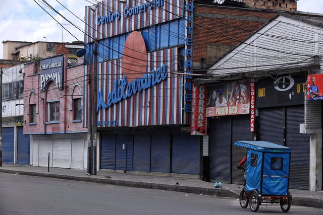 16 April 2021, Colombia, Bogota: Stores are seen closed in the commercial area of San Andresito during the fourth day of strict quarantine and locdown, imposed to curb the spread of Coronavirus pandemic. Photo: Camila Díaz/colprensa/dpa