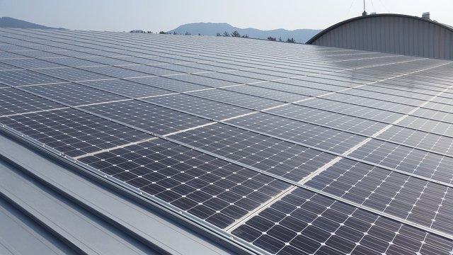 Archivo - Instalación de energías renovables