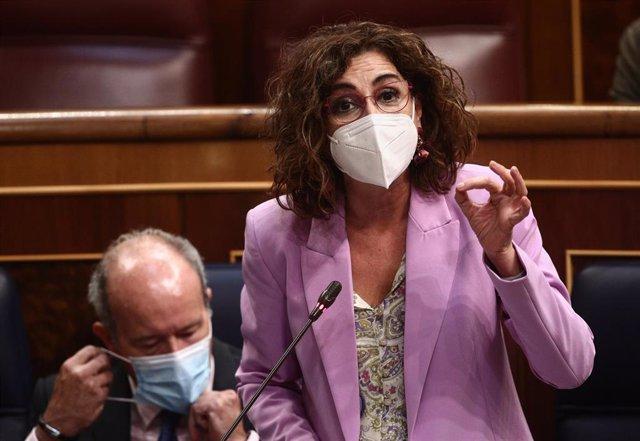 La ministra de Hacienda y portavoz del Gobierno, María Jesús Montero, interviene en una sesión de control al Gobierno en el Congreso
