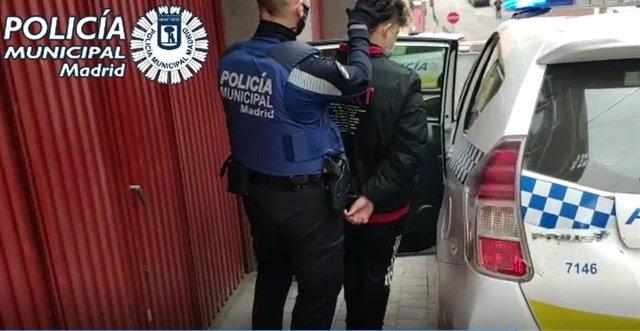 Archivo - Dos detenidos por intentar ocupar el piso de una anciana hospitalizada en Tetuán