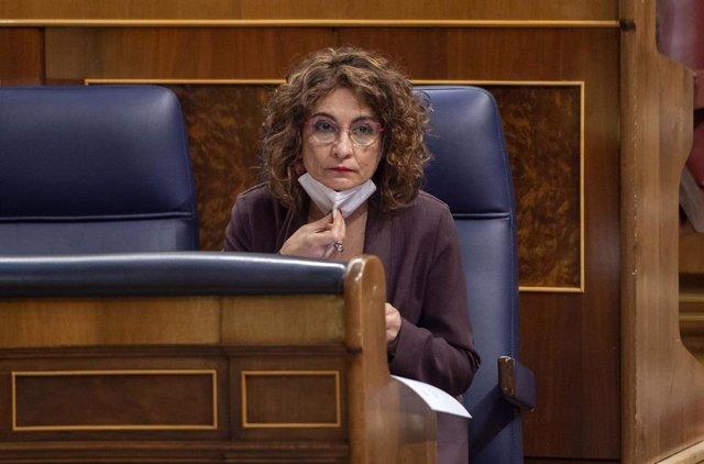 La ministra de Hacienda y portavoz del Gobierno, María Jesús Montero, durante una sesión plenaria en el Congreso