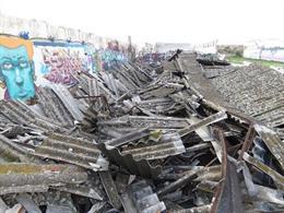 Archivo - Ecologistas denuncia el abandono de kilos de amianto en un paraje de Valdemoro