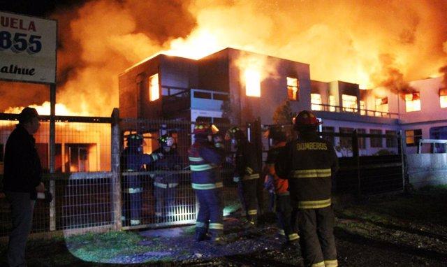 Archivo - Arxivo - Incendi provocat en una escola de l'Araucanía, a Xile
