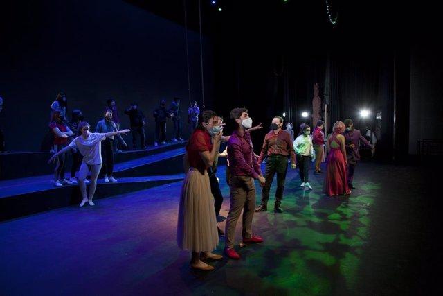 Versión musical de 'El sueño de una noche de verano', de Shakespeare, a cargo de los alumnos de la Escuela de Artes Escénicas del Palacio  de Festivales