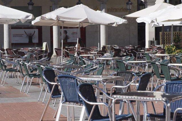 Archivo - Terrazas de bares vacías