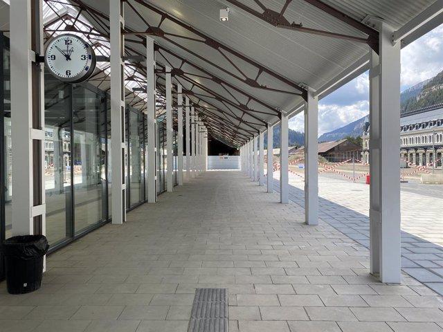 Exteriores de la nueva estación de ferrocarril de Canfranc recién estrenada