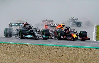 Fórmula 1/GP Emilia-Romaña.- Verstappen arrasa en el caos de Imola, con Sainz quinto y Alonso undécimo