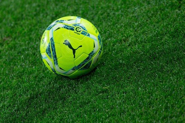 Archivo - Ball during LaLiga, football match played between Cadiz Club Futbol and Levante Union Deportiva at Ramon de Carranza Stadium on January 19, 2021 in Cadiz, Spain.