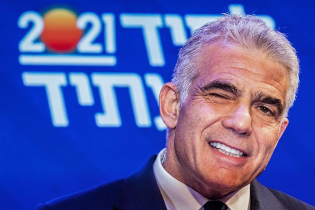 24 March 2021, Israel, Tel Aviv: Leader of the Yesh Atid opposition centrist political party Yair Lapid winks with his eye close as he addresses his supporters at his campaign headquarters, after polls closed in the Israeli Parliamentary election. (RECROP