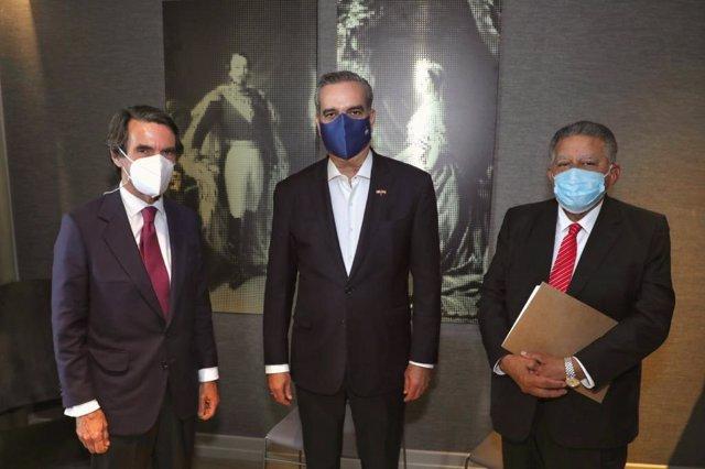 El expresidente español José María Aznar junto al presidente de República Dominicada, Luis Abinader, tras un encuentro en Madrid en el marco de la visita del mandatario dominicano a España