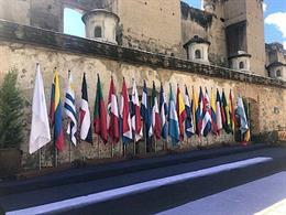Banderas de países participantes en la Cumbre Iberoamericana