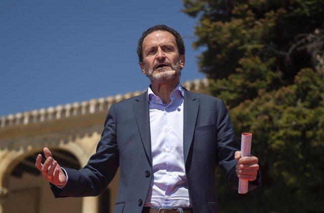 El candidato de Ciudadanos (Cs), a la Presidencia de la Comunidad de Madird, Edmundo Bal, interviene durante un encuentro con alcaldes, vicealcaldes y concejales del partido en los gobiernos de la Comunidad de Madrid en El Molar.