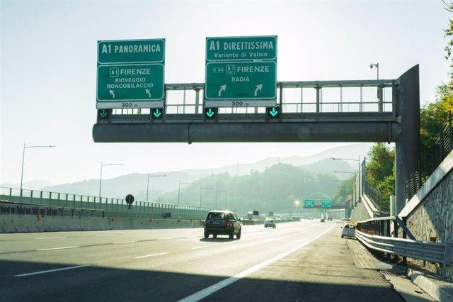 Archivo - Una de las autopistas que Atlantia controla en Italia a través de Autostrade