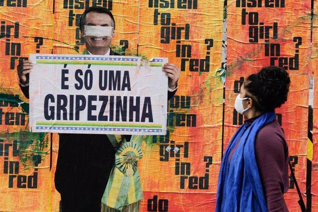"""Archivo - La """"gripecita"""" a la que se refiere Jair Bolsonaro ha dejado hasta el momento casi 149.000 fallecidos en Brasil"""