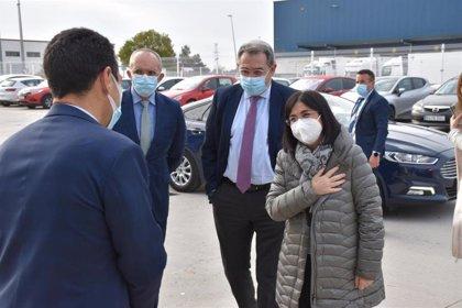 Fernández Sanz recepciona junto a Darias parte de las 127.000 vacunas de Pfizer que C-LM recibirá esta semana