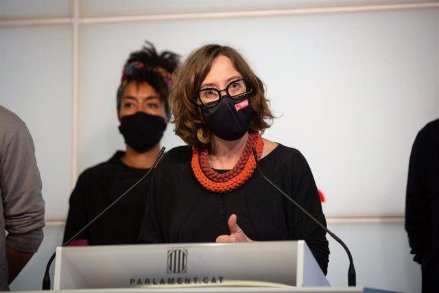 La diputada de la CUP en el Parlamento, Eulália Reguant, habla durante una rueda de prensa en la Cámara Catalana en Barcelona, Cataluña (España) el 25 de marzo de 2021.