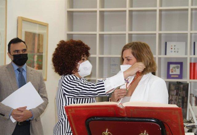 Belén Castillo toma posesión como nueva diputada por la circunscripción de Moguer en sustitución de José Manuel Alfaro.