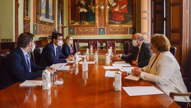 Reunión entre el vicepresidente del Gobierno de C-LM, José Luis Martínez Guijarro, y el presidente de la Diputación de Ciudad Real, José Manuel Caballero