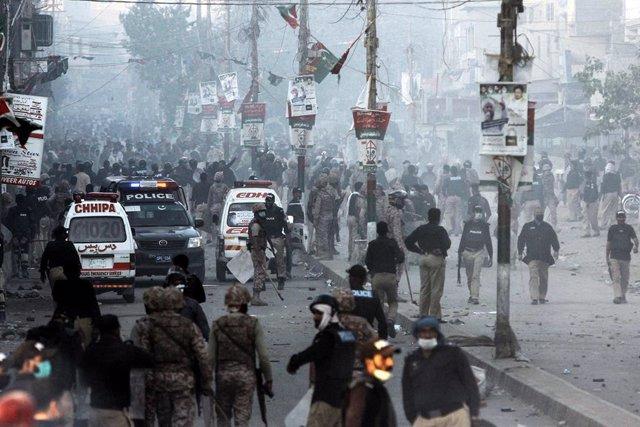 Disturbios durante una protesta de seguidores del partido islamista radical TLP en Pakistán
