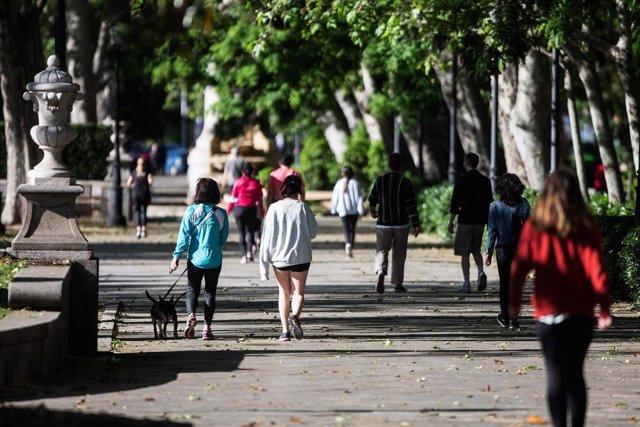 Archivo - Transeúntes caminando y haciendo deporte por la calle del Prado de la capital que amanece peatonalizada. En Madrid, (España), a 9 de mayo de 2020.