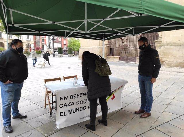 Recogida de firmas de la Federación Riojana de Caza