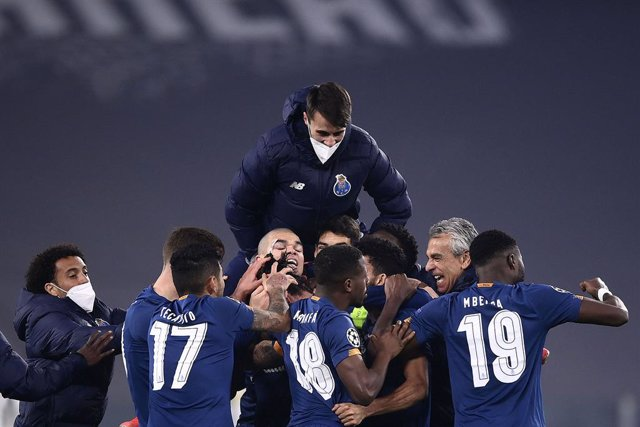 Archivo - 09 March 2021, Italy, Turin: Porto players celebrate after the final whistle of the UEFA Champions League round of 16, second leg soccer match between Juventus FC and FC Porto at the Allianz Stadium. Photo: Fabio Ferrari/LaPresse via ZUMA Press/