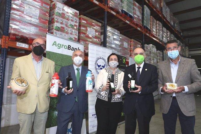 """Cooperativas Agro-alimentarias, Fundación """"la Caixa"""" y CaixaBank donan más de 15.500 kilos en productos a los Bancos de Alimentos de Andalucía Oriental"""