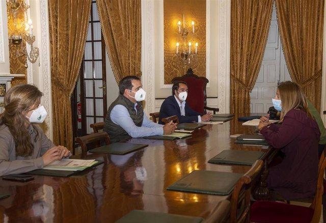 Ana Carrera reunica con representantes de Asaja