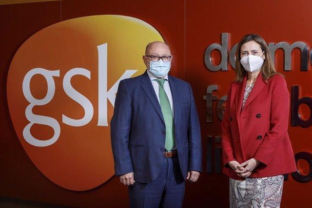 El doctor Antonio Valero, presidente de SEAIC, y Cristina Henríquez de Luna, directora general de GSK España