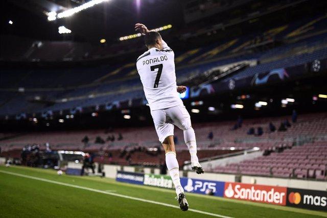 Archivo - Cristiano Ronaldo celebra un gol en el partido de Champions celebrado entre el FC Barcelona y el Juventus el 8 de diciembre de 2020