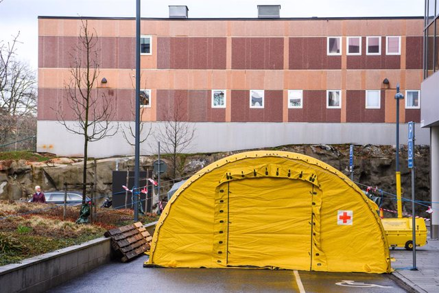 Archivo - Carpa instalada en el Hospital Karolinska Solna de Estocolmo durante la pandemia de coronavirus