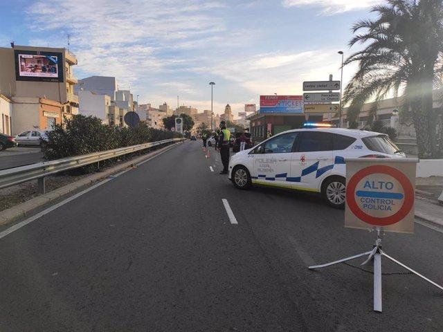 Archivo - Control policial en Almería