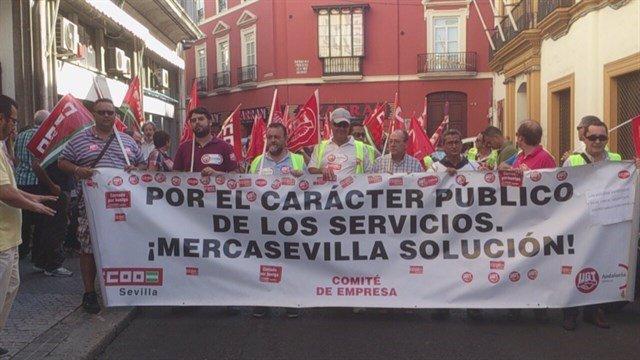 Archivo - Marcha en defensa de Mercasevilla