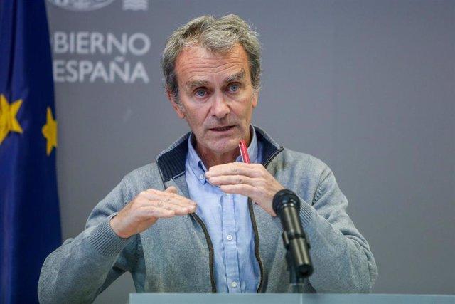 El director del Centro de Alertas y Emergencias Sanitarias (CCAES), Fernando Simón durante una rueda de prensa convocada ante los medios, a 12 de abril de 2021, en el Complejo de La Moncloa, Madrid, (España). Las comunidades autónomas han notificado este