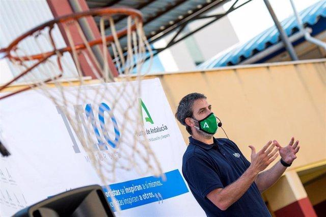 El ex jugador de baloncesto Berni Rodríguez participa en el programa Mentor 10 de la Junta de Andalucía.