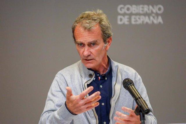 El director del Centro de Alertas y Emergencias Sanitarias (CCAES), Fernando Simón durante una rueda de prensa convocada ante los medios, a 5 de abril de 2021, en el Ministerio de Sanidad, Madrid, (España). Simón ha avisado de que en la mayoría de las com